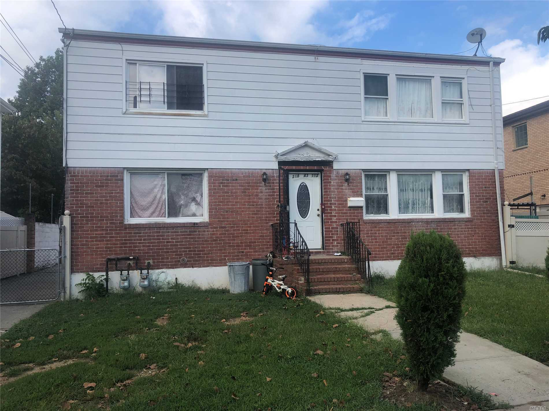 Residenziale in 218-43 112th Ave, Queens Village, NY ,11429