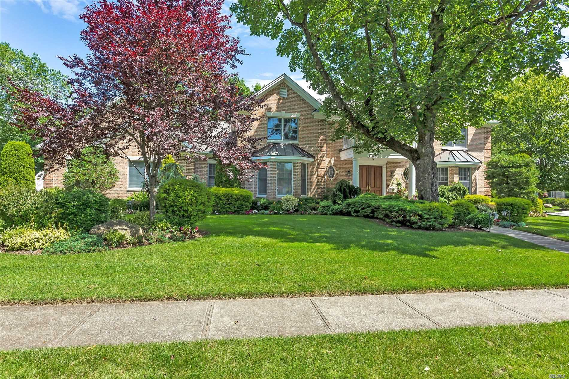 Residenziale in 33 Knoll Ln, Roslyn Heights, NY ,11577
