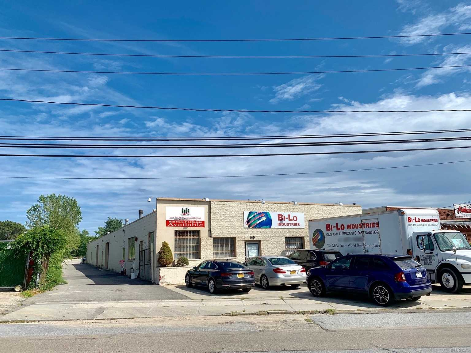 Acquisto commerciale in 145 Brook Ave, Deer Park, NY ,11729
