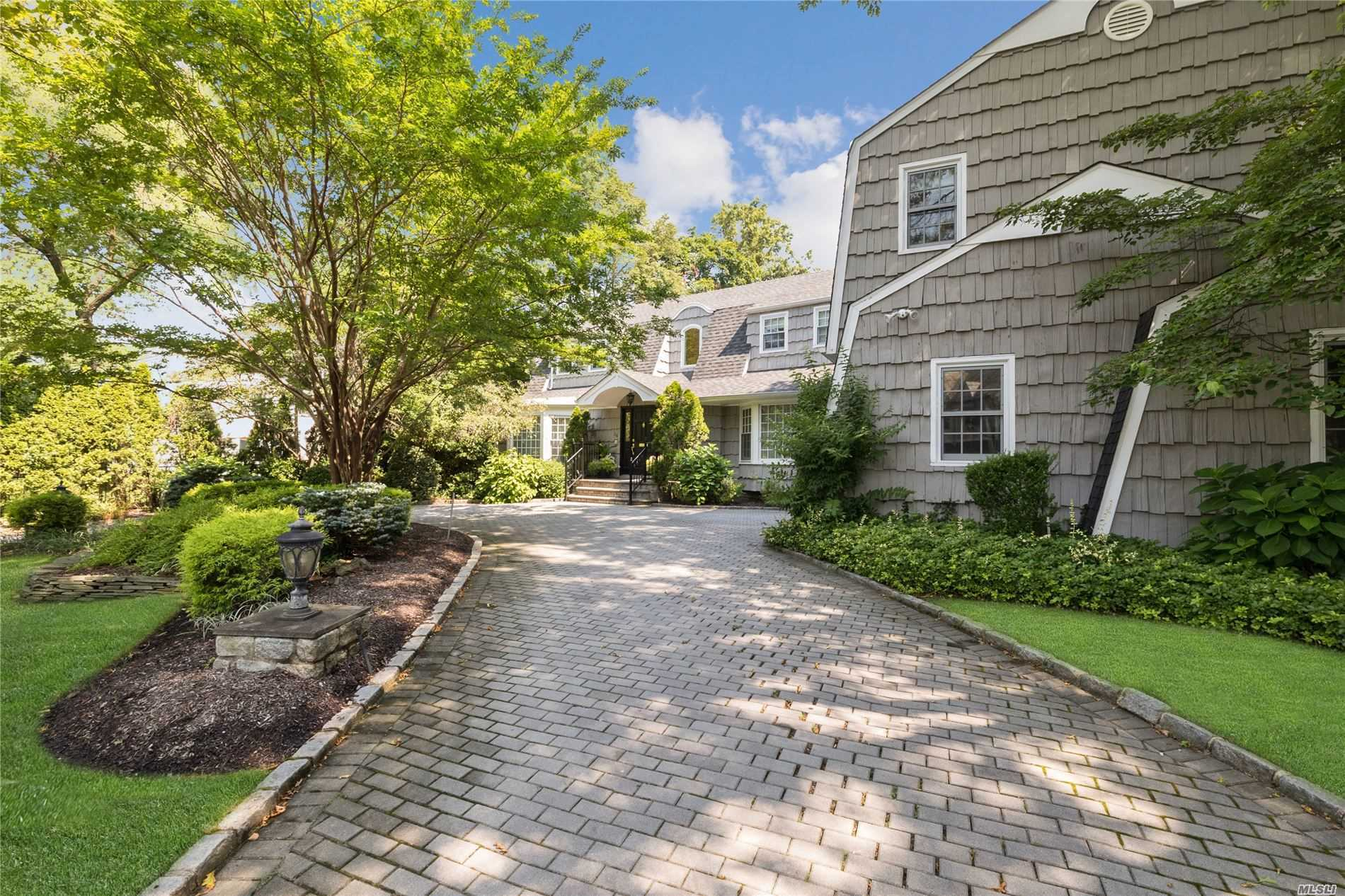Residenziale in 56 Willow Rd, Woodsburgh, NY ,11598