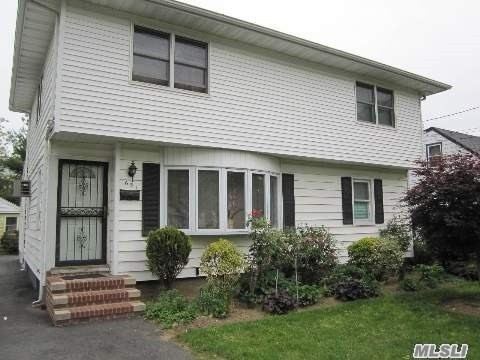 Residenziale in 651 Winthrop Dr, Uniondale, NY ,11553