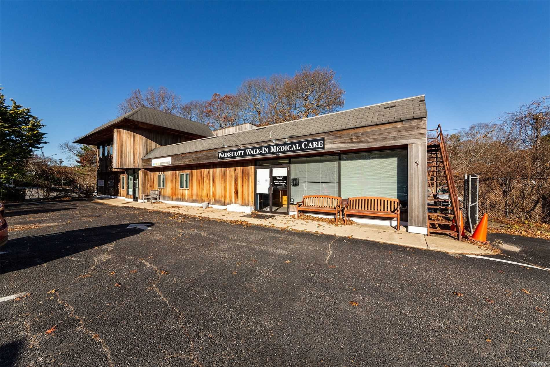 Acquisto commerciale in 83 Wainscott Northw Rd, Wainscott, NY ,11975