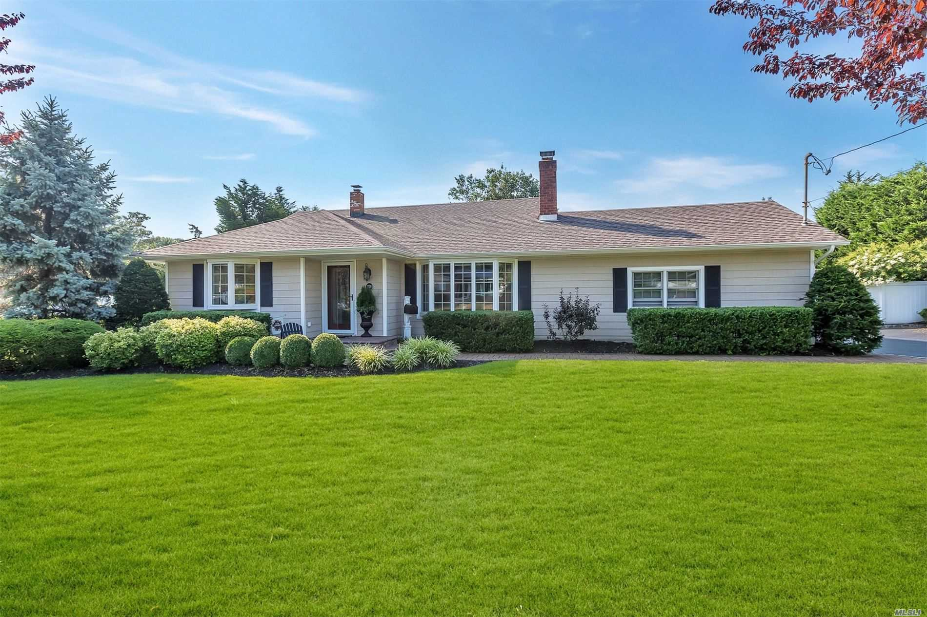 Residenziale in 10 Richlee St, Blue Point, NY ,11715