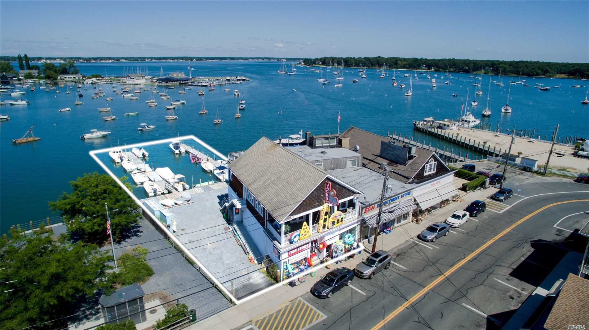 Acquisto commerciale in 188 Ferry N Rd, Shelter Island H, NY ,11965