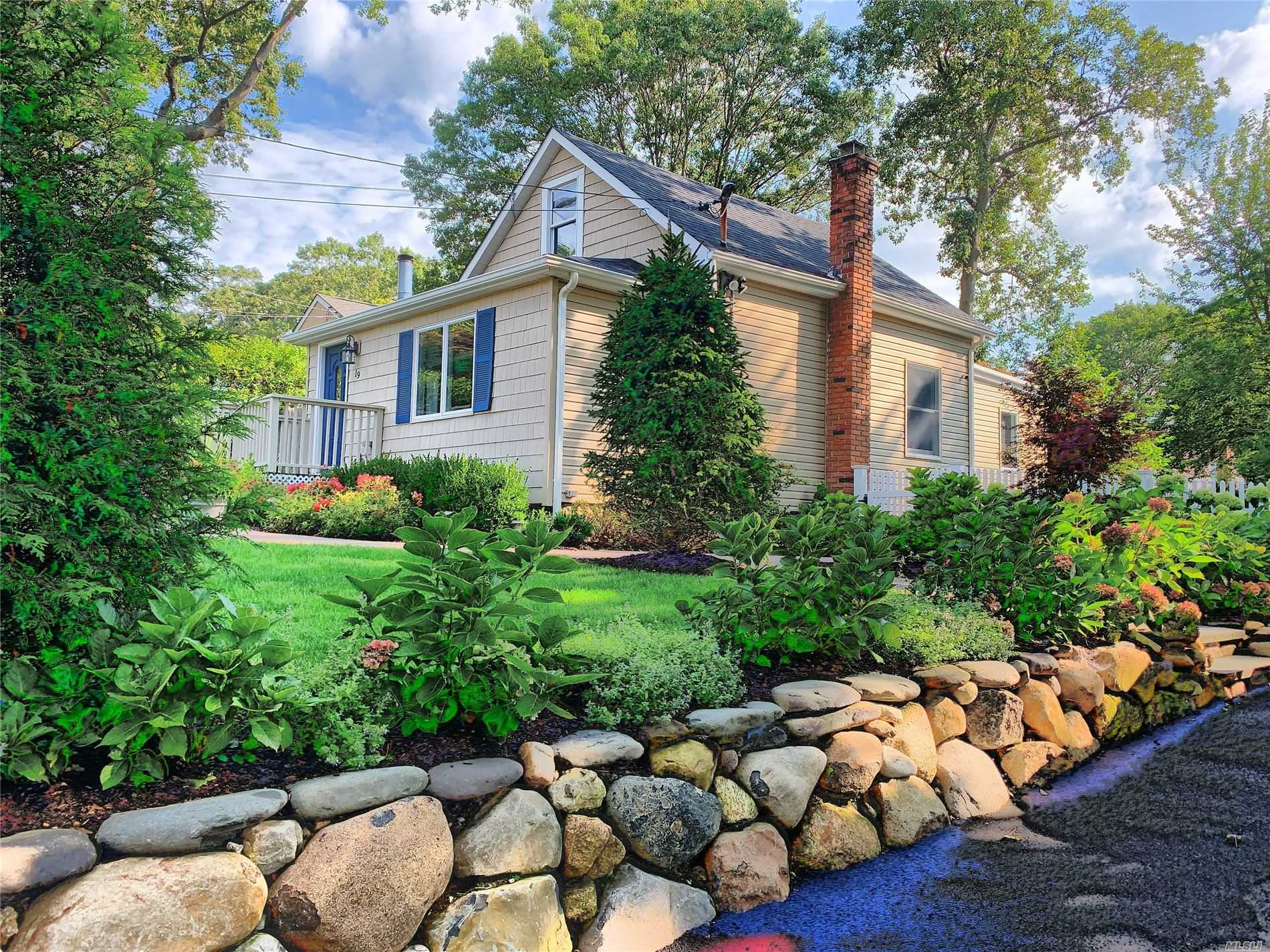 Residenziale in 19 Great River Dr, Sound Beach, NY ,11789