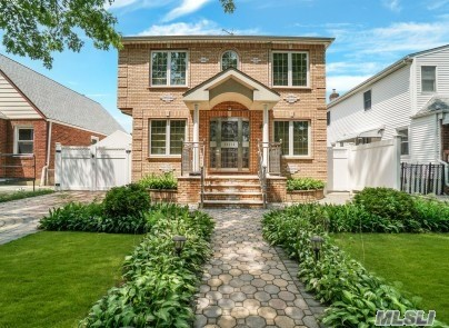 Residenziale in 263-15 83rd Ave, Floral Park, NY ,11004