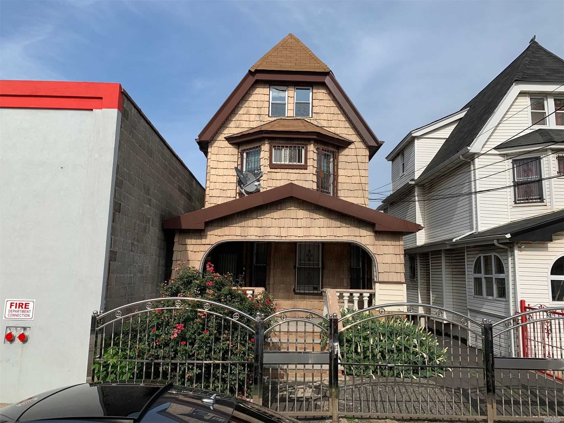 Residenziale in 94-11 134th St, Richmond Hill S., NY ,11419