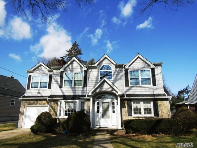Residenziale in 35 Primrose Dr, New Hyde Park, NY ,11040