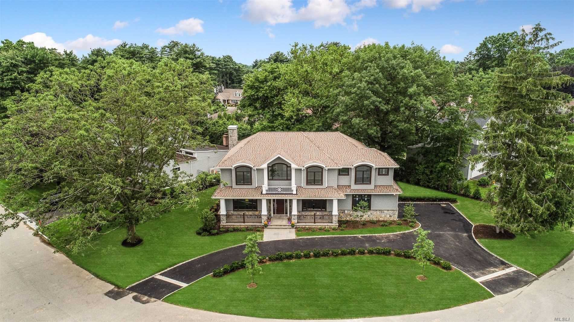 Residenziale in 73 Westwood Cir, East Hills, NY ,11577