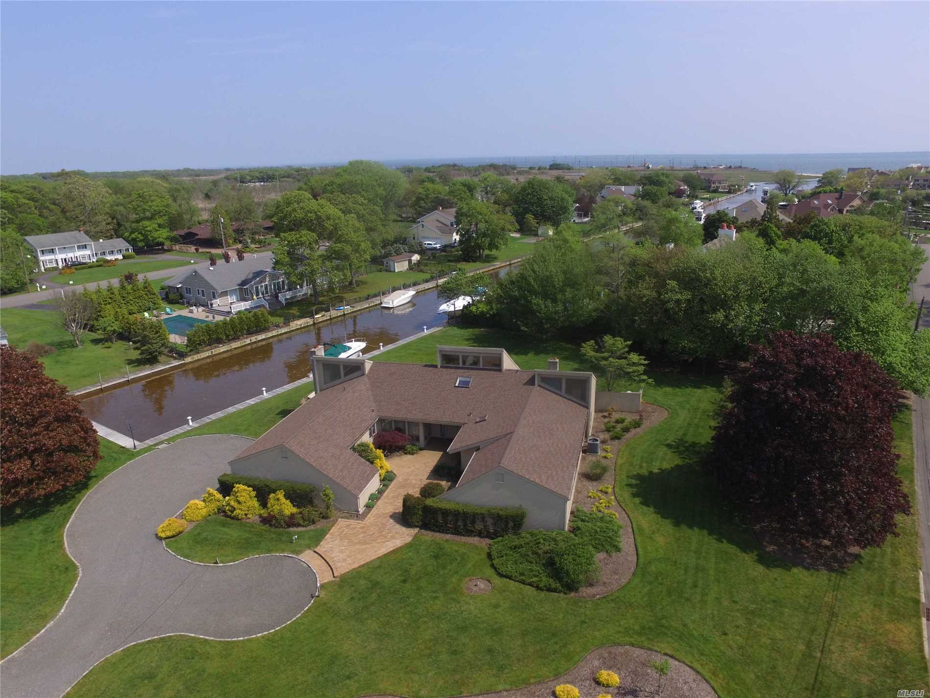 Residenziale in 51 The Helm, East Islip, NY ,11730