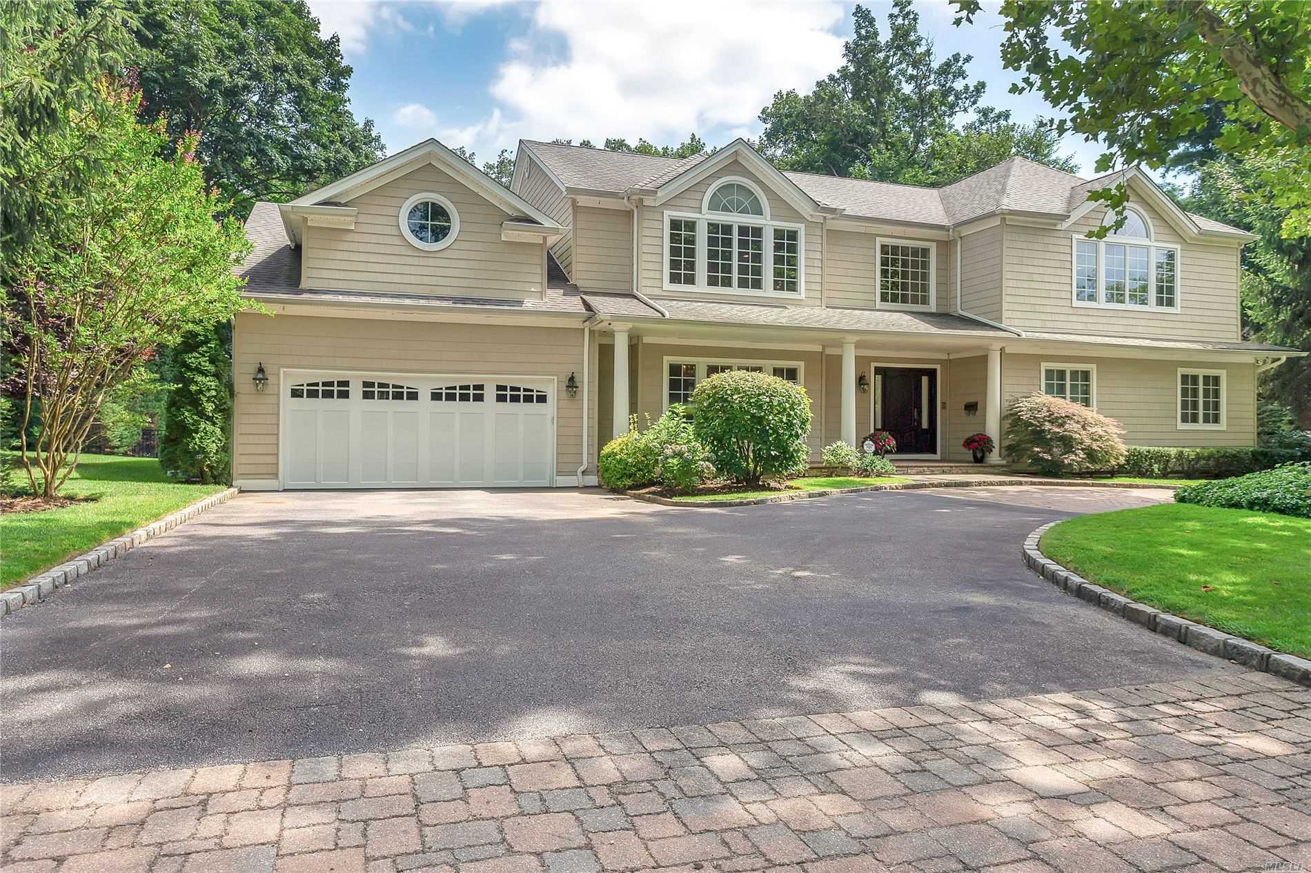 Residenziale in 130 Redwood Dr, East Hills, NY ,11576