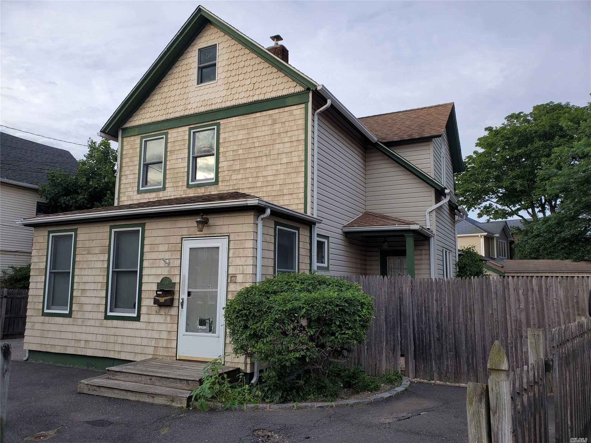 Residenziale in 148 Jeanette Ave, Inwood, NY ,11096