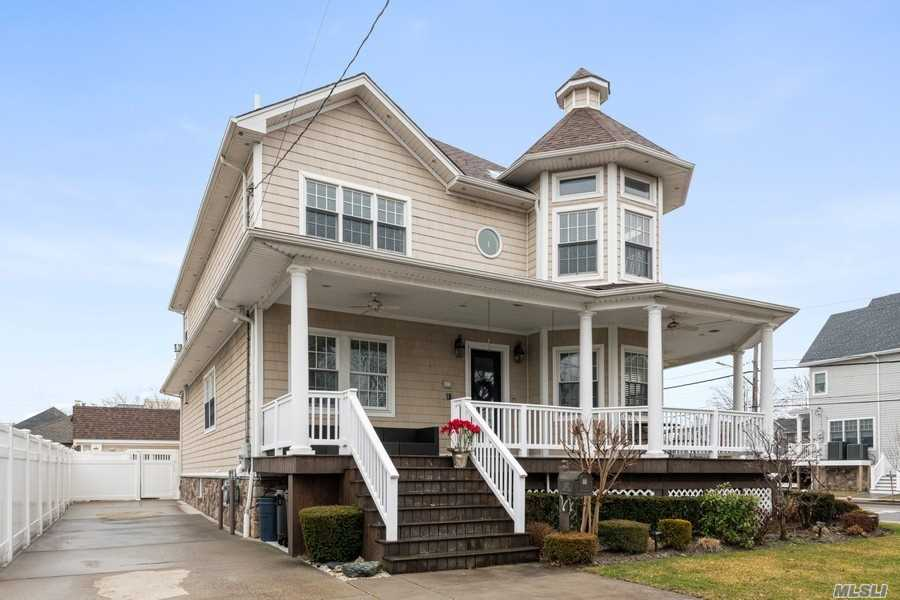 Residenziale in 302 Beach 149th St, Neponsit, NY ,11694