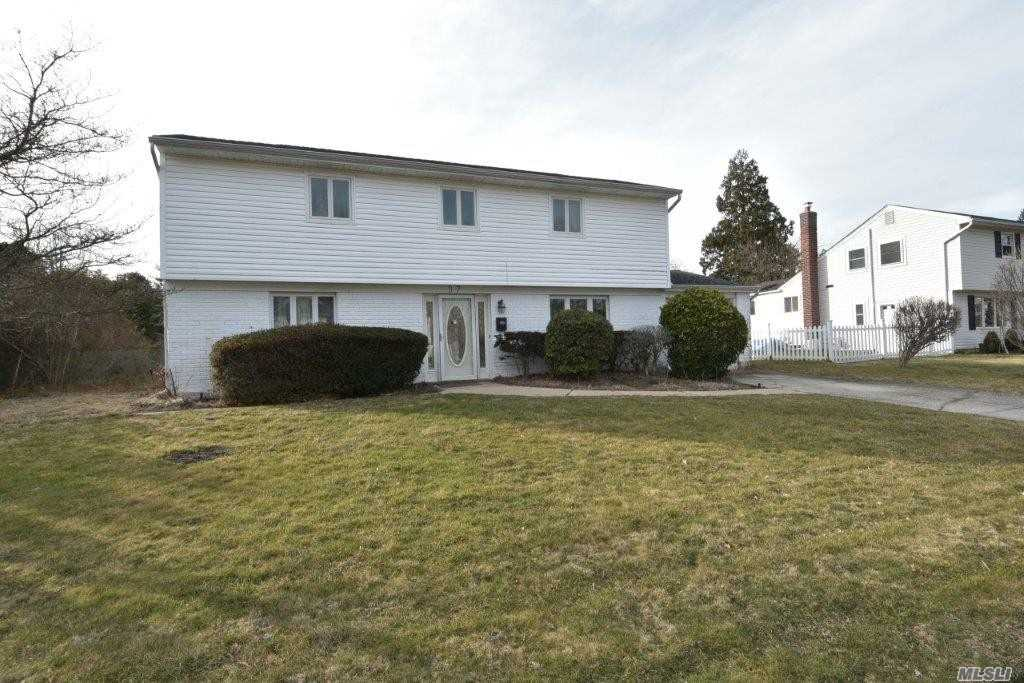 Residenziale in 37 Oxford Rd, Old Bethpage, NY ,11804