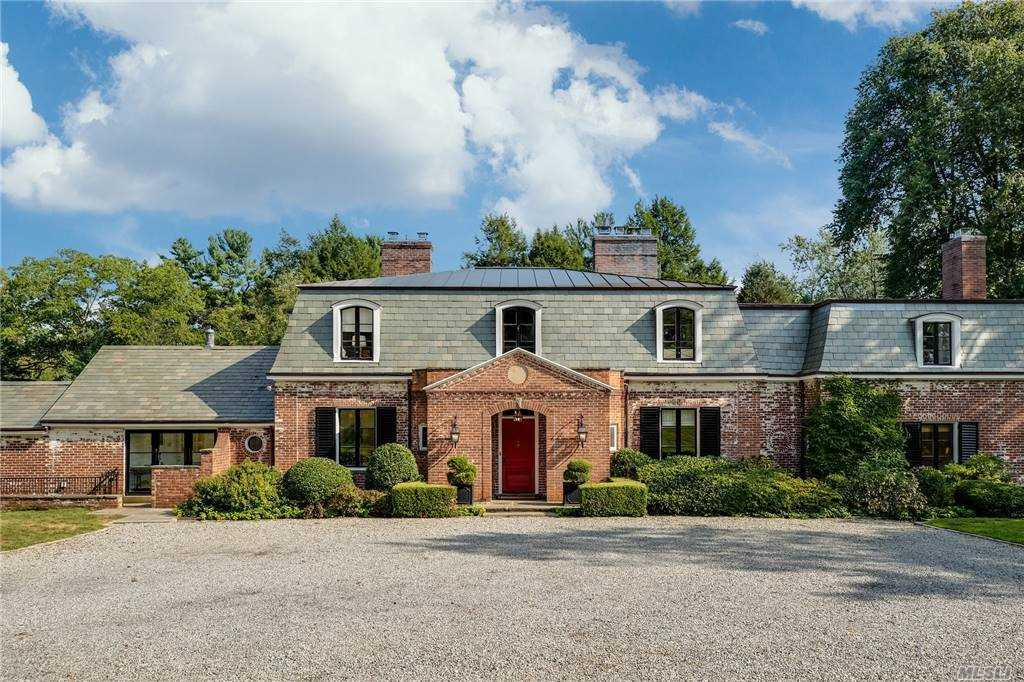 Residenziale in 869 Private Rd, Old Brookville, NY ,11545