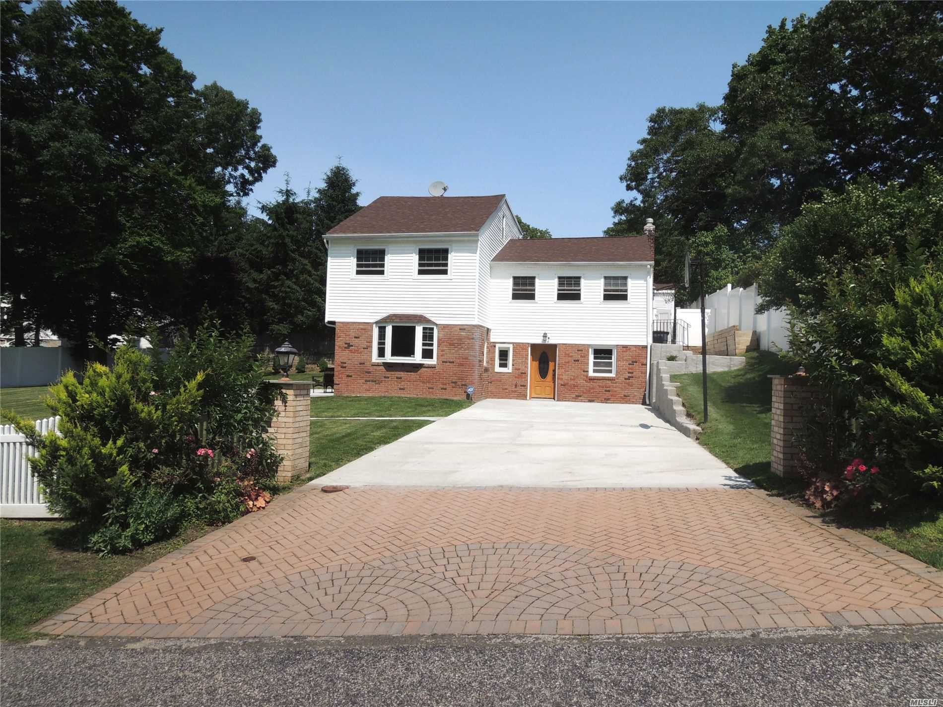 Residenziale in 41 Mitchell Dr, Sound Beach, NY ,11789