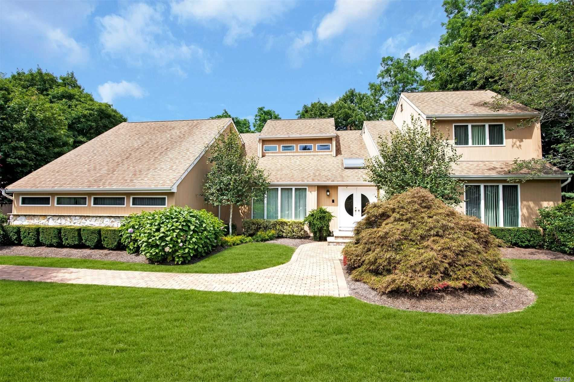 Residenziale in 7 North Equestrian Ct, Hauppauge, NY ,11788