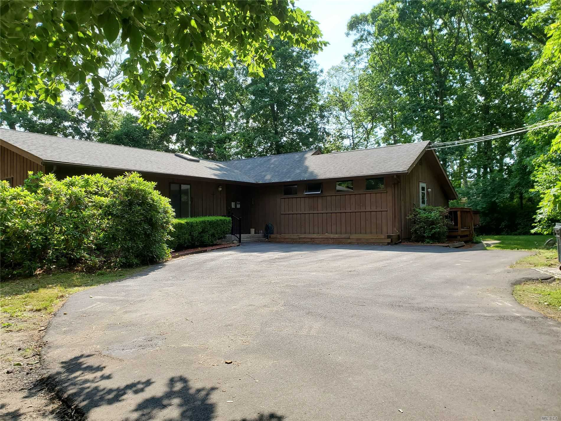 Residenziale in 283 Pipe Stave Hollo Road, Miller Place, NY ,11764