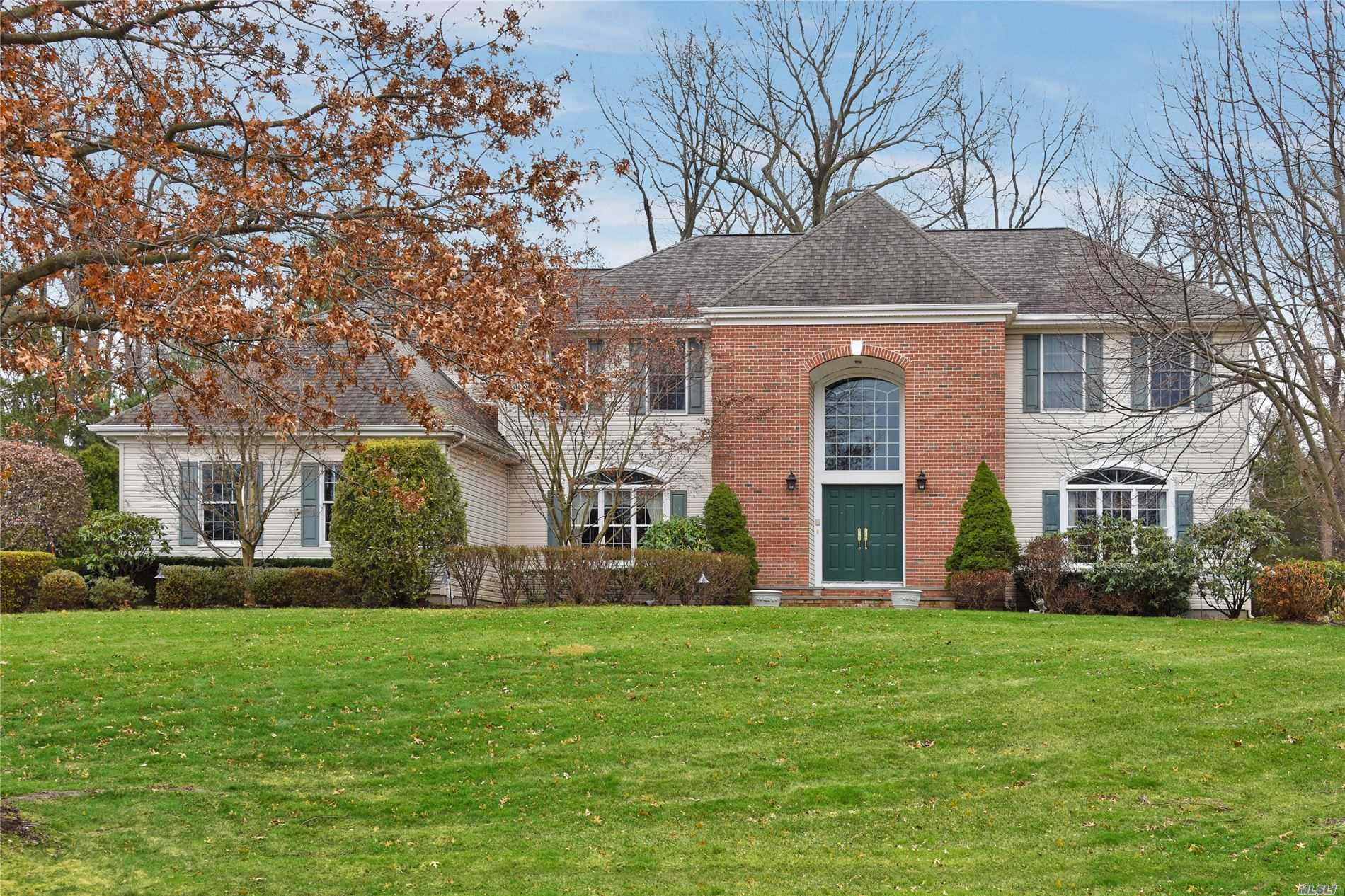 Residenziale in 42 Hunting Hollow Court, Dix Hills, NY ,11746