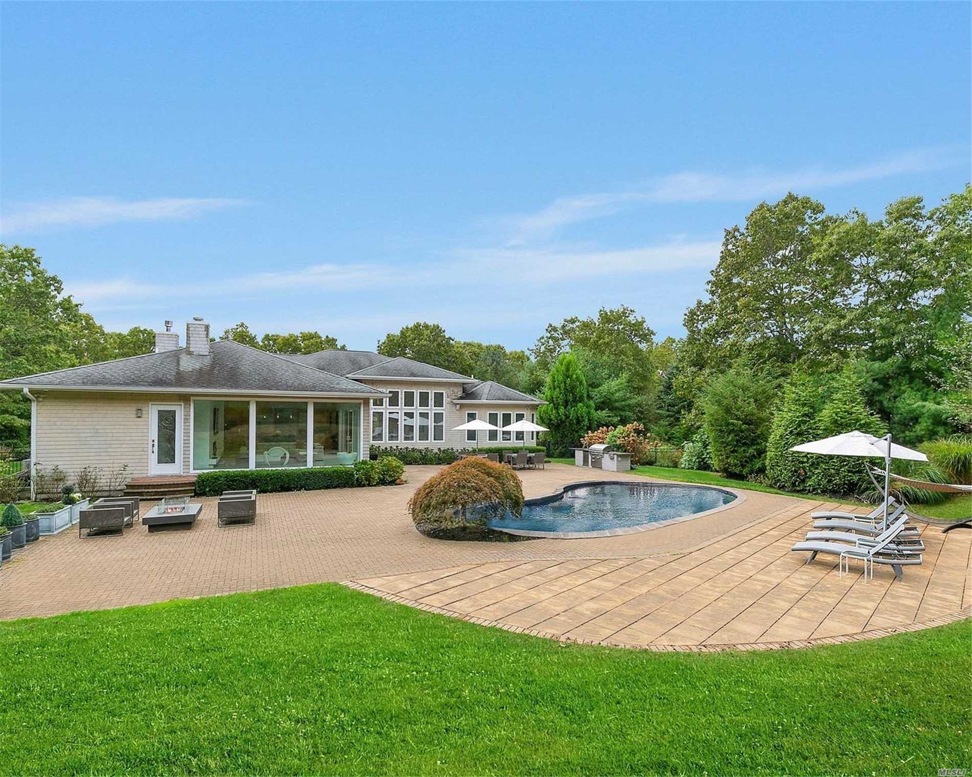 Residenziale in 162 Chardonnay Dr, E. Quogue, NY ,11942