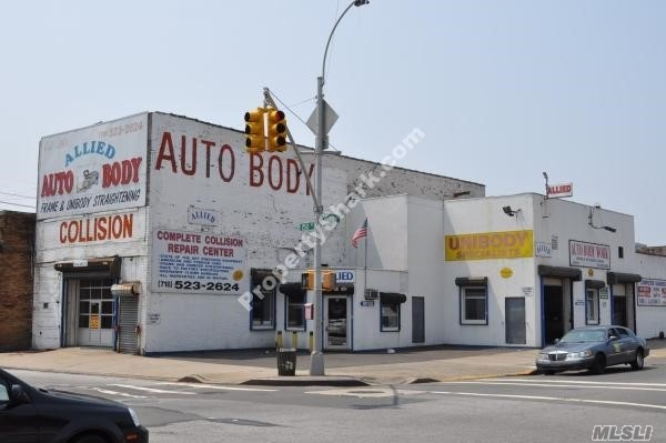 Acquisto commerciale in 93-02 150th St, Jamaica, NY ,11435