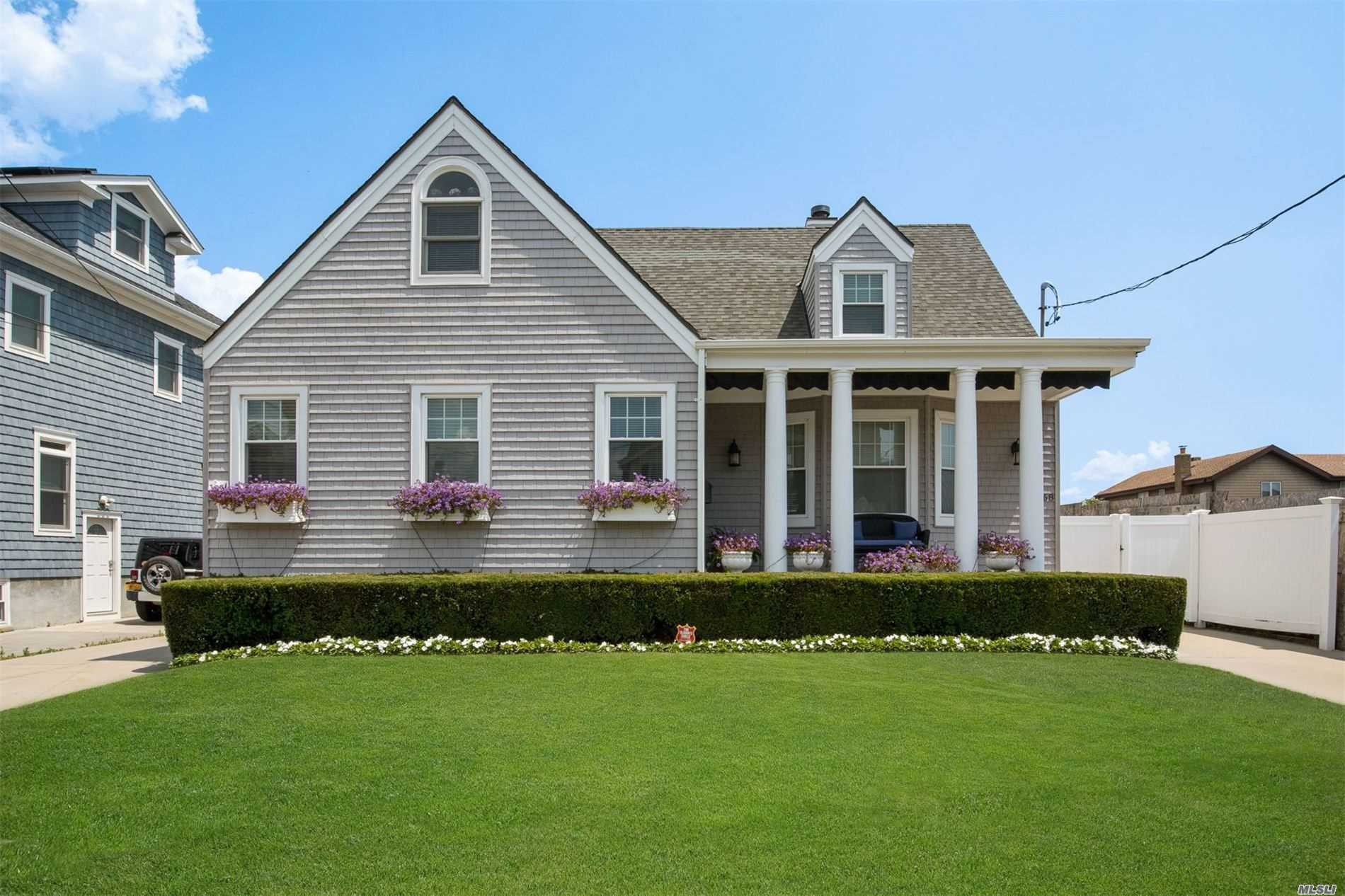 Residenziale in 168 Beach 149th St, Neponsit, NY ,11694