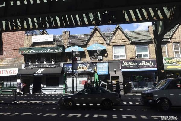 Acquisto commerciale in 78-11 Roosevelt Ave, Jackson Heights, NY ,11372