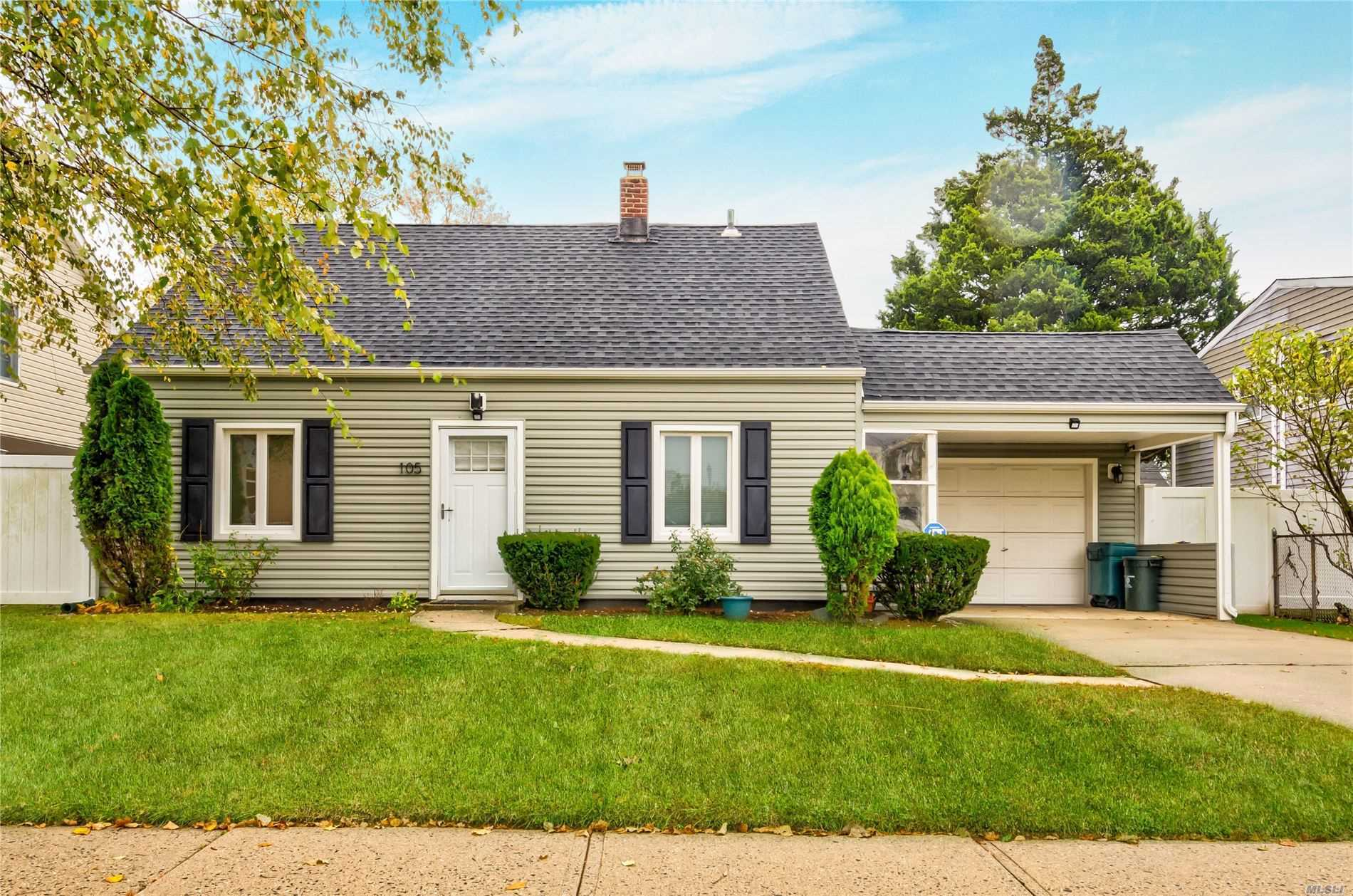 Residenziale in 105 Schoolhouse Rd, Levittown, NY ,11756