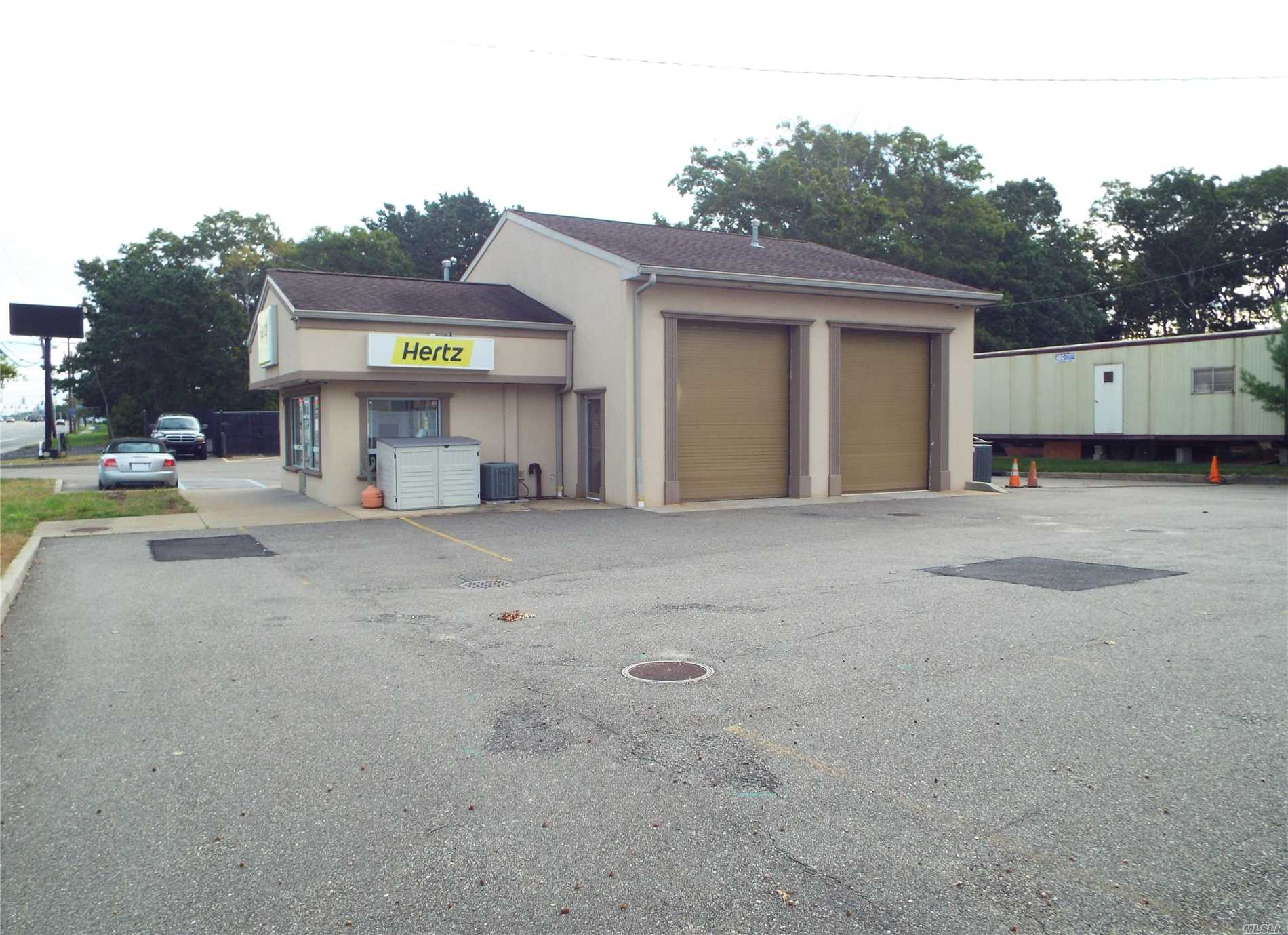 Acquisto commerciale in 604 Montauk Hwy, Shirley, NY ,11967