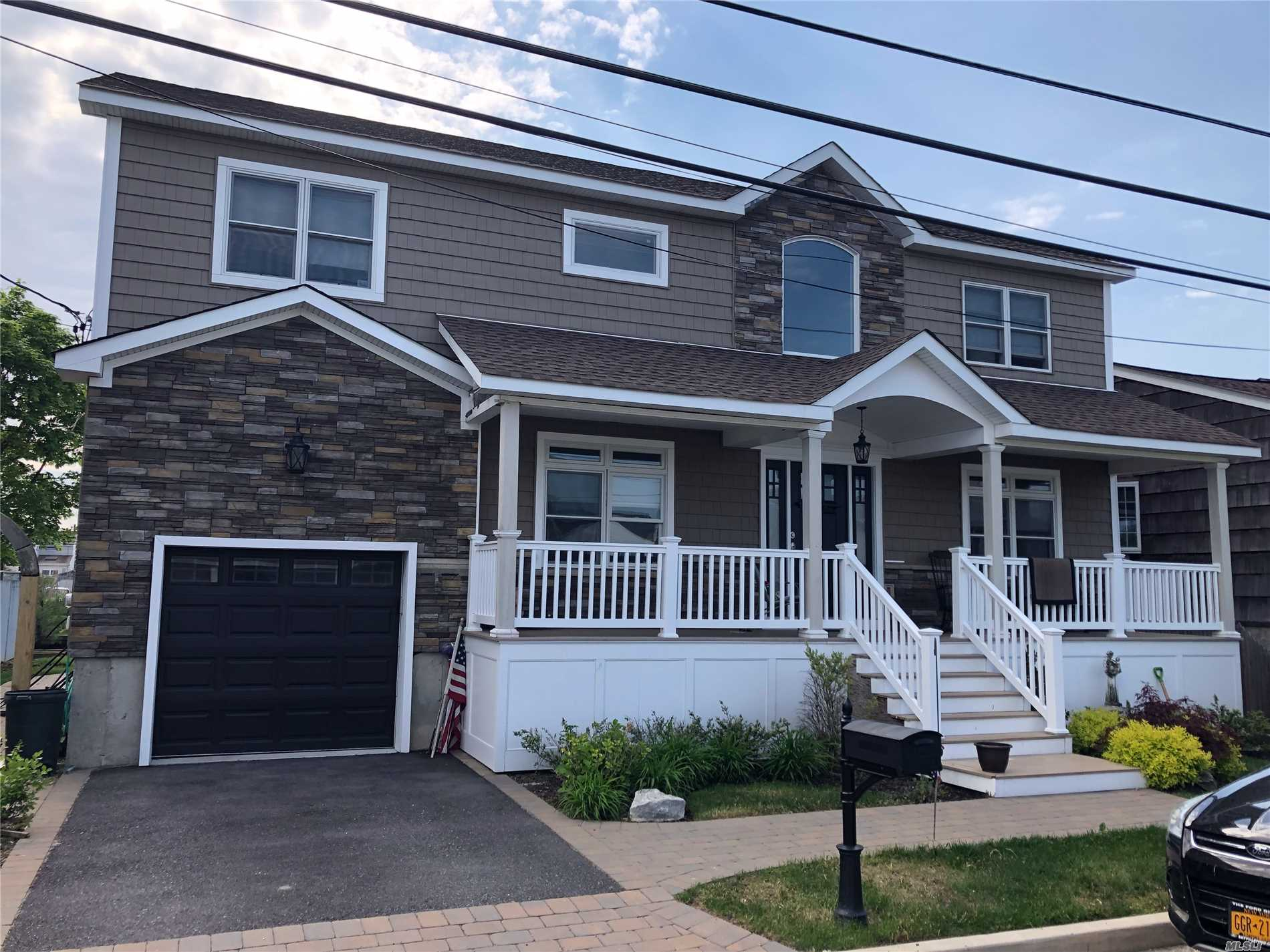 Residenziale in 2584 Peconic Ave, Seaford, NY ,11783