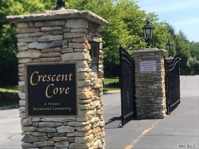 Residenziale in 14 Crescent Cove Dr, Seaford, NY ,11783