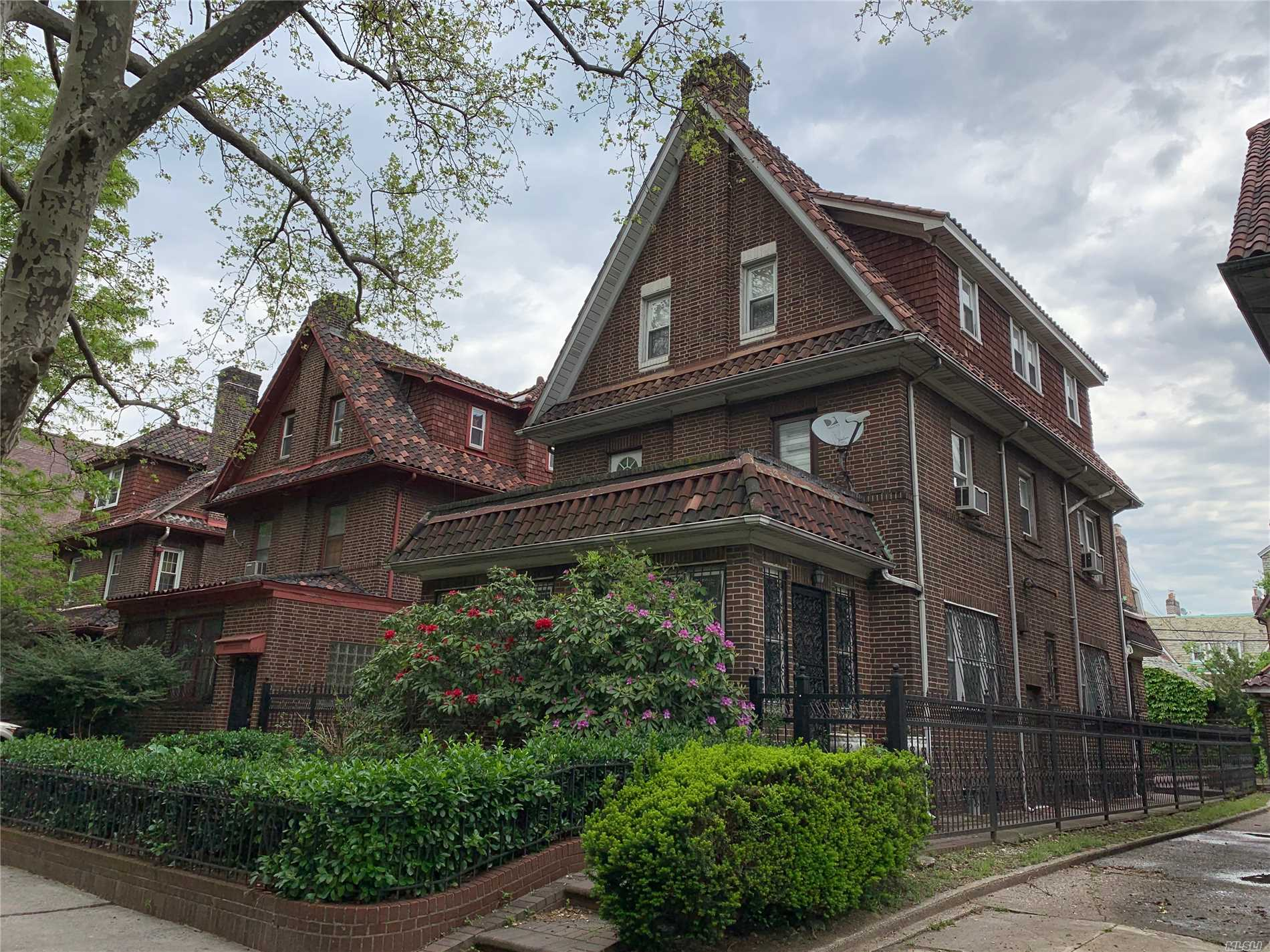 Residenziale in 35-45 86 St, Jackson Heights, NY ,11372