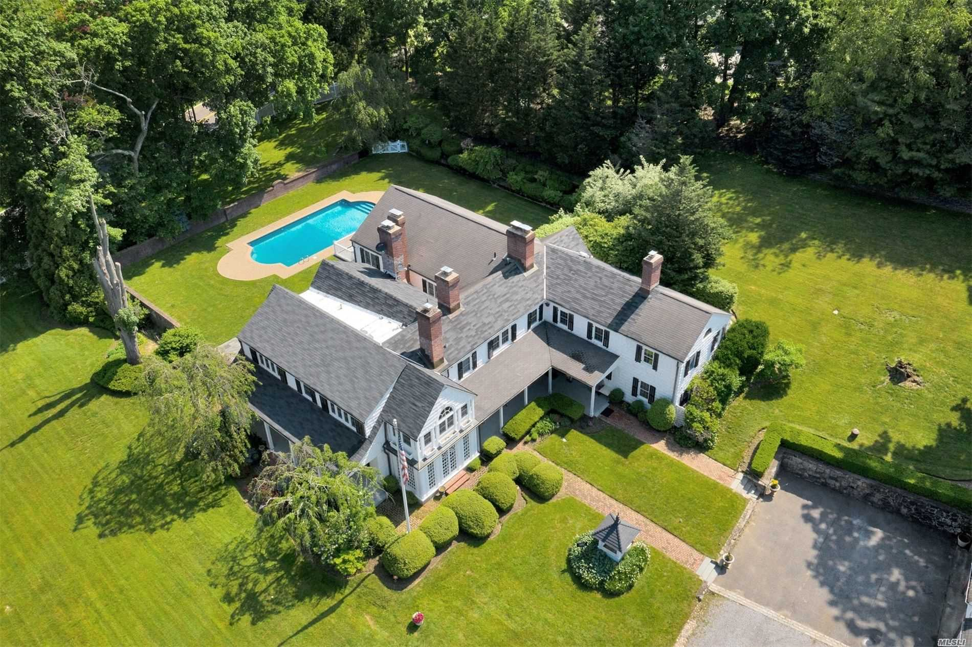 Residenziale in 110 Wolver Hollow Rd, Upper Brookville, NY ,11545