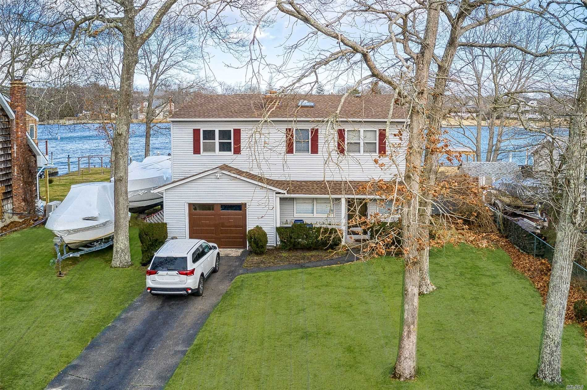 Residenziale in 169 Holiday Blvd, Center Moriches, NY ,11934