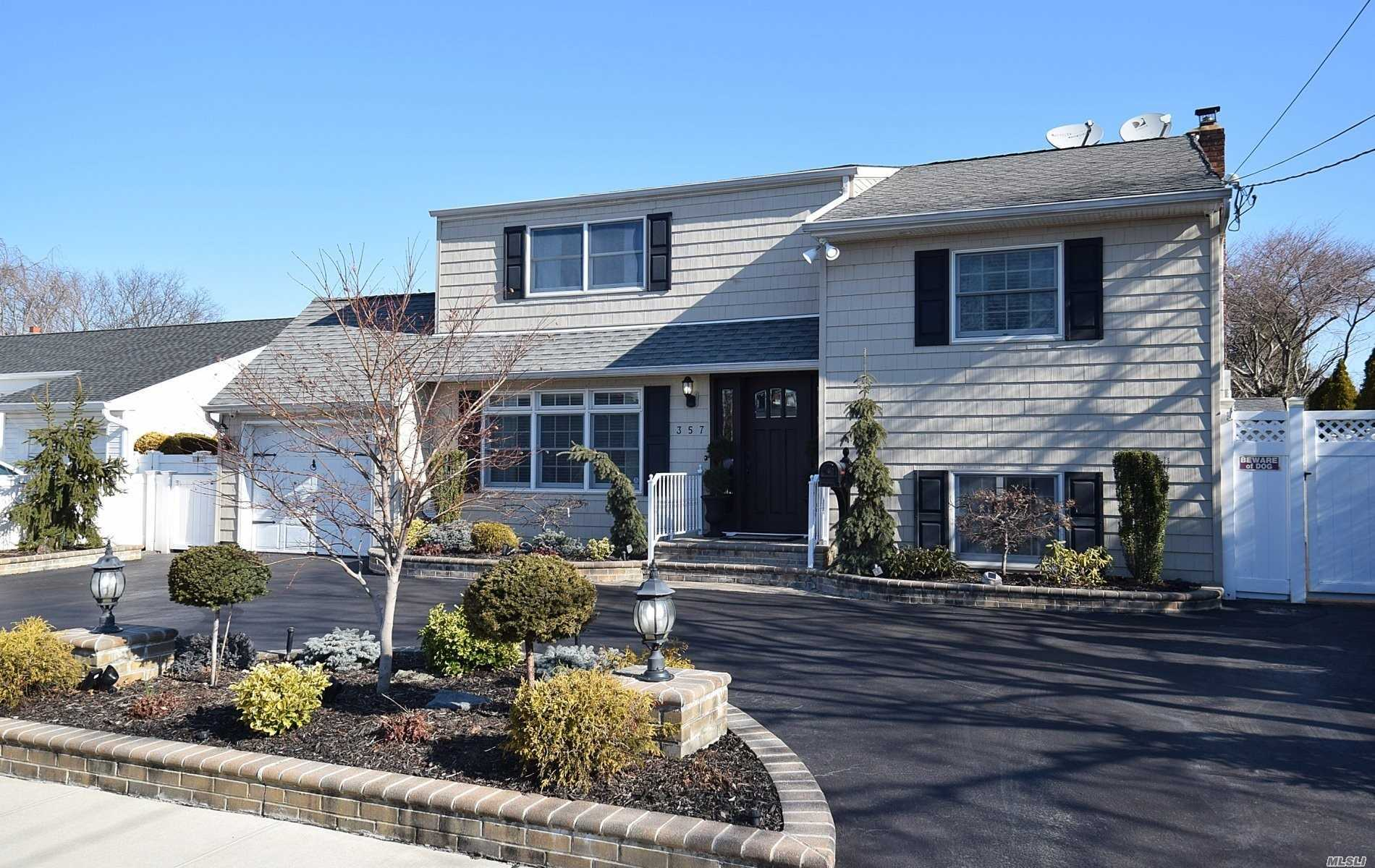 Residenziale in 357 Gates Ave, East Meadow, NY ,11554