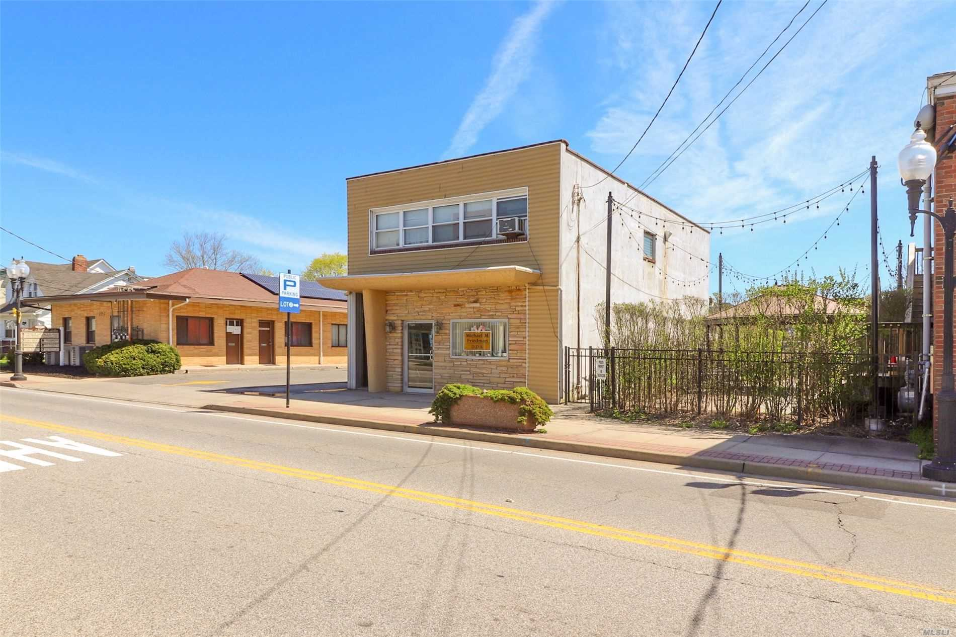 Acquisto commerciale in 99 Ocean N Ave, Patchogue, NY ,11772