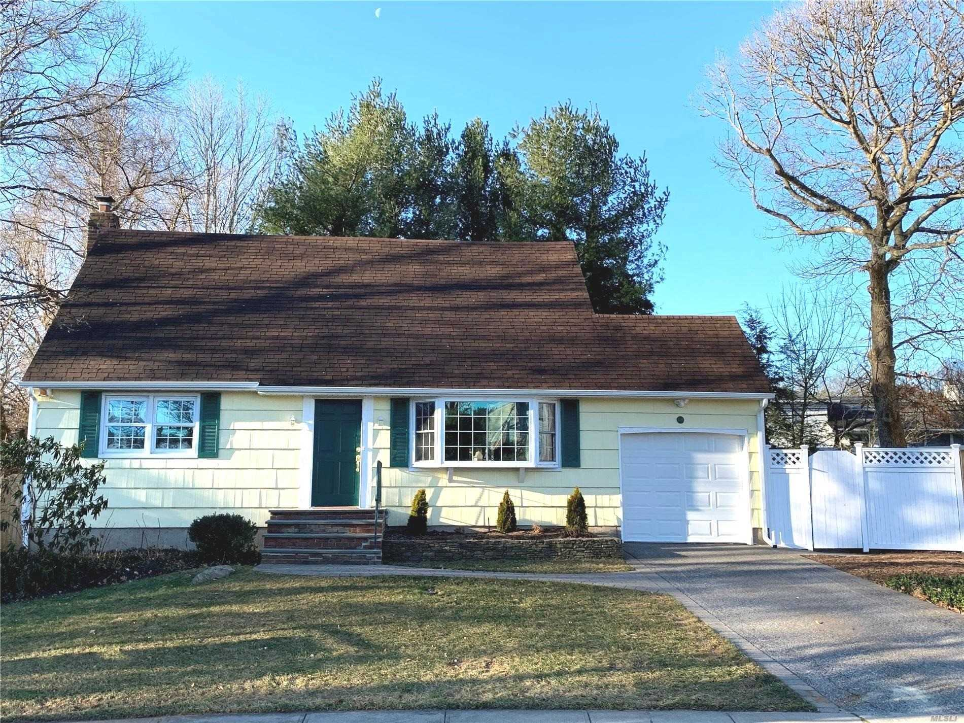 Residenziale in 105 Briarcliff Dr, East Norwich, NY ,11732