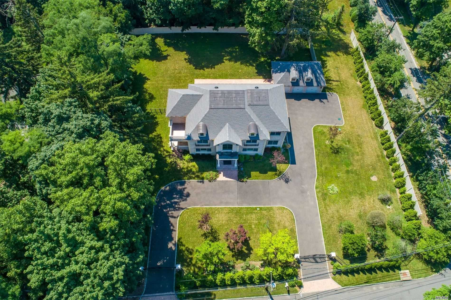 Residenziale in 595 Motts Cove Rd, Roslyn Harbor, NY ,11576