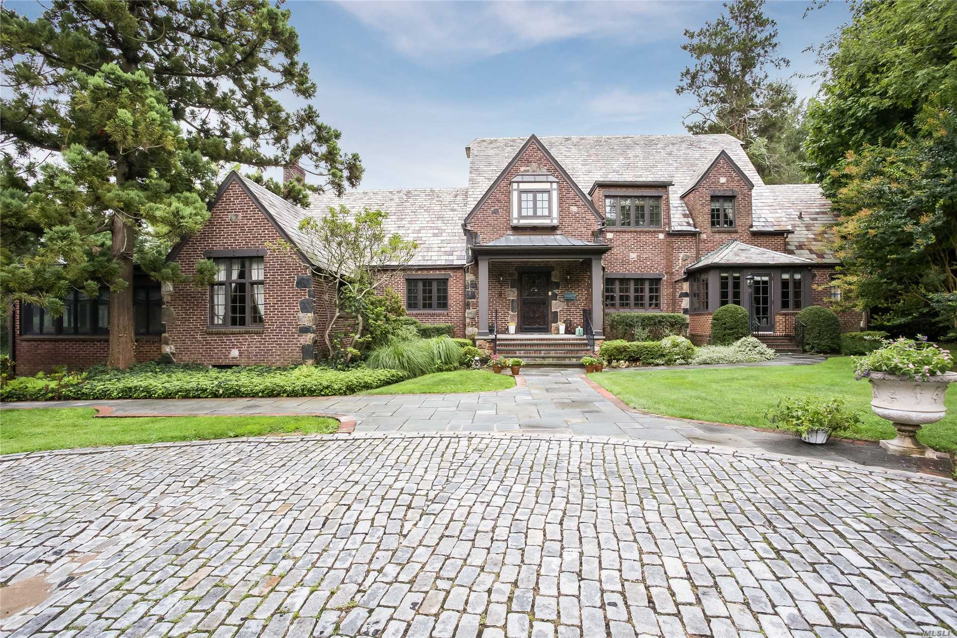 Residenziale in 11A Mitchell Dr, Great Neck, NY ,11024
