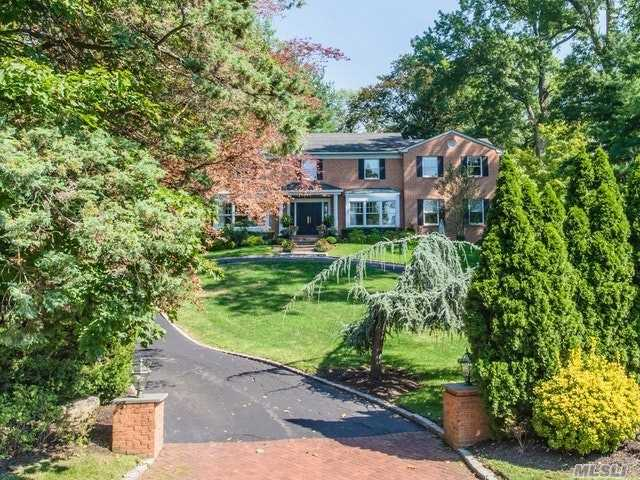 Residenziale in 1062 Plandome Rd, Manhasset, NY ,11030