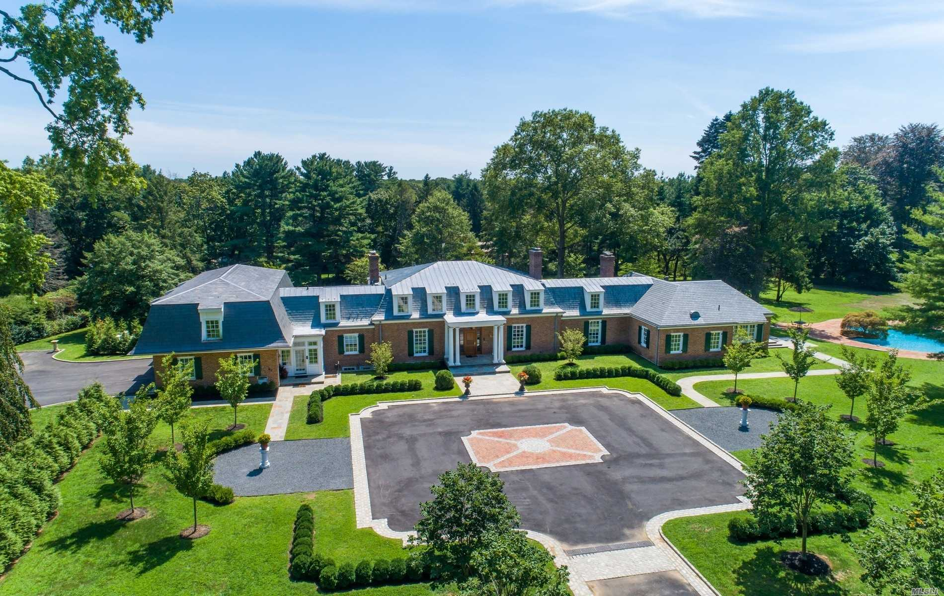 Residenziale in 28 Applegreen Dr, Old Westbury, NY ,11568