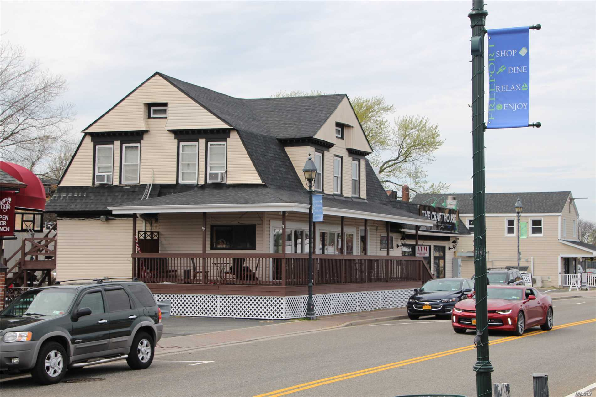 Acquisto commerciale in 42 Woodcleft Ave, Freeport, NY ,11520