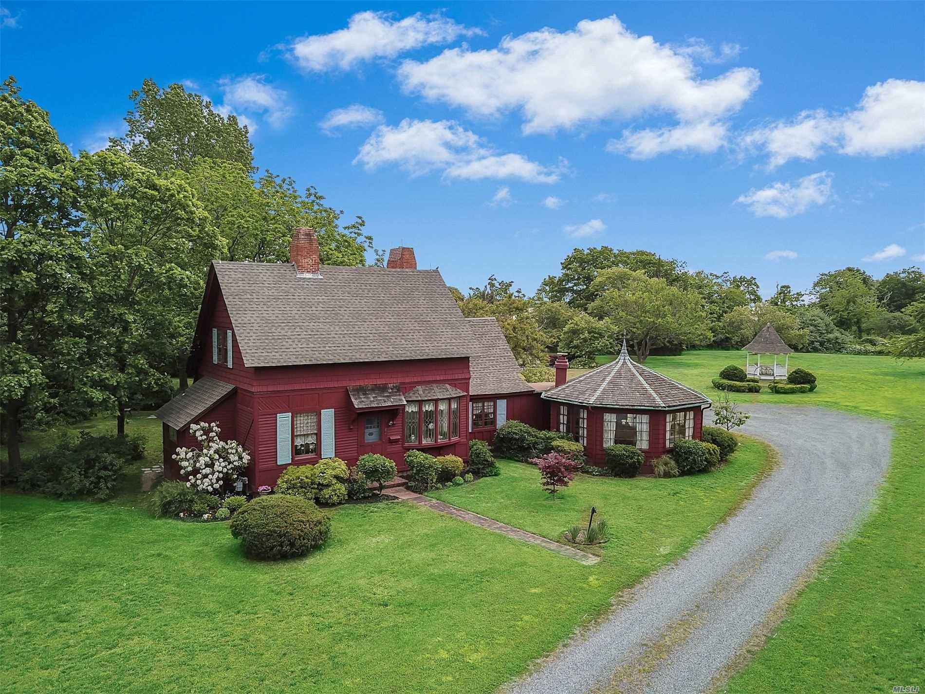 Residenziale in 62 Middle Rd, Blue Point, NY ,11715