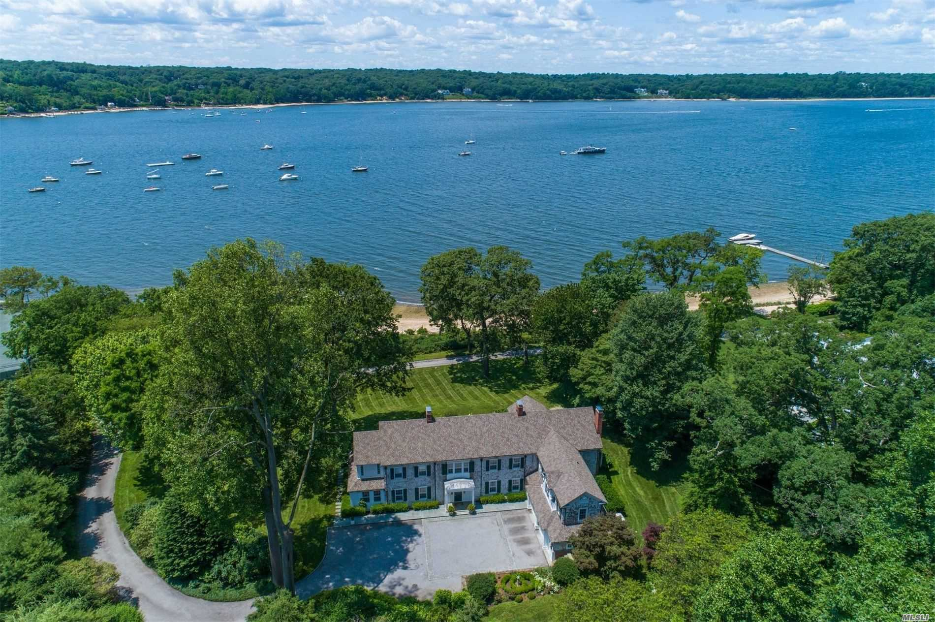Residenziale in 108 Shore Rd, Cold Spring Hrbr, NY ,11724