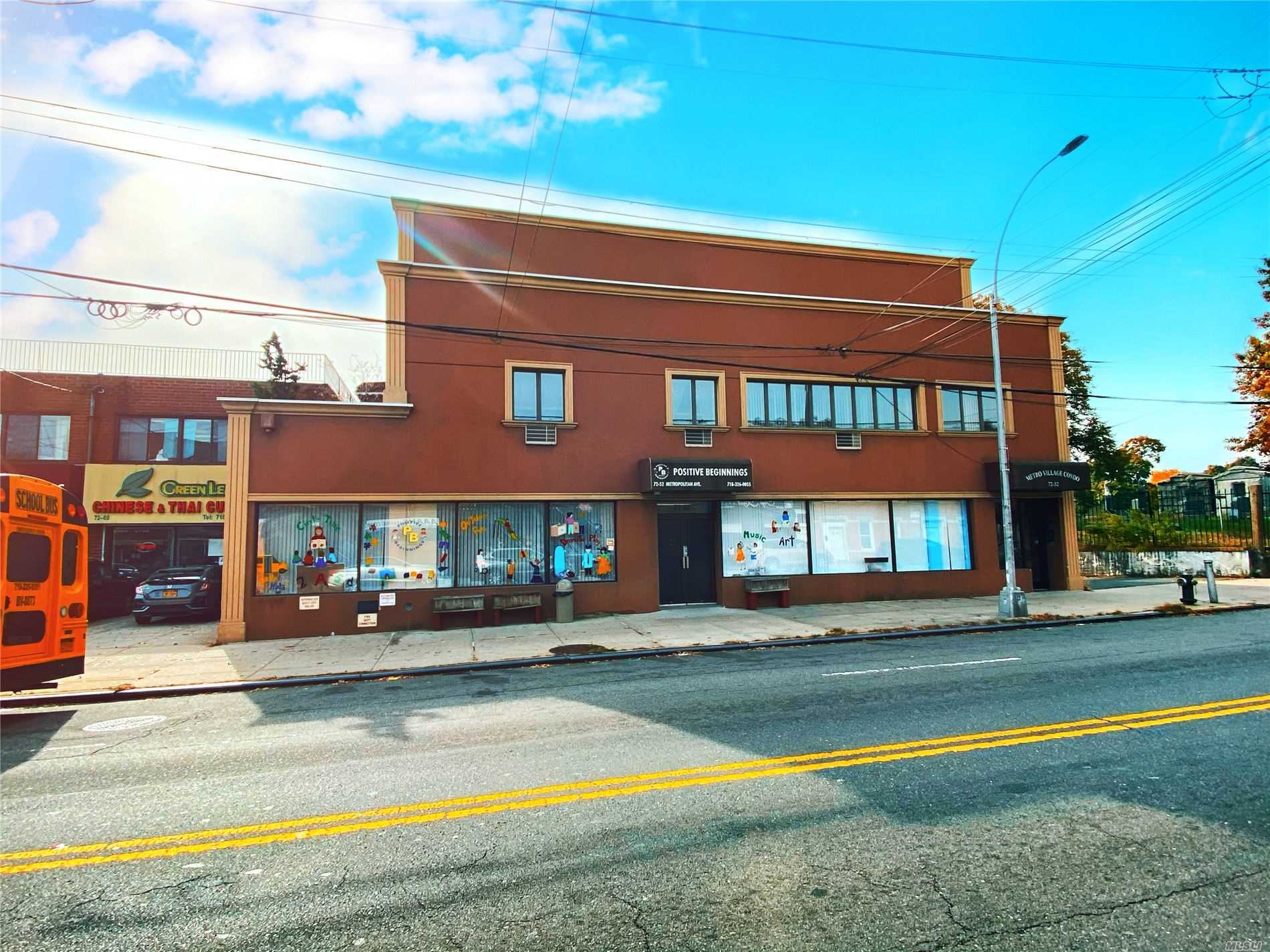 Acquisto commerciale in 72-52 Metropolitan Ave, Middle Village, NY ,11379