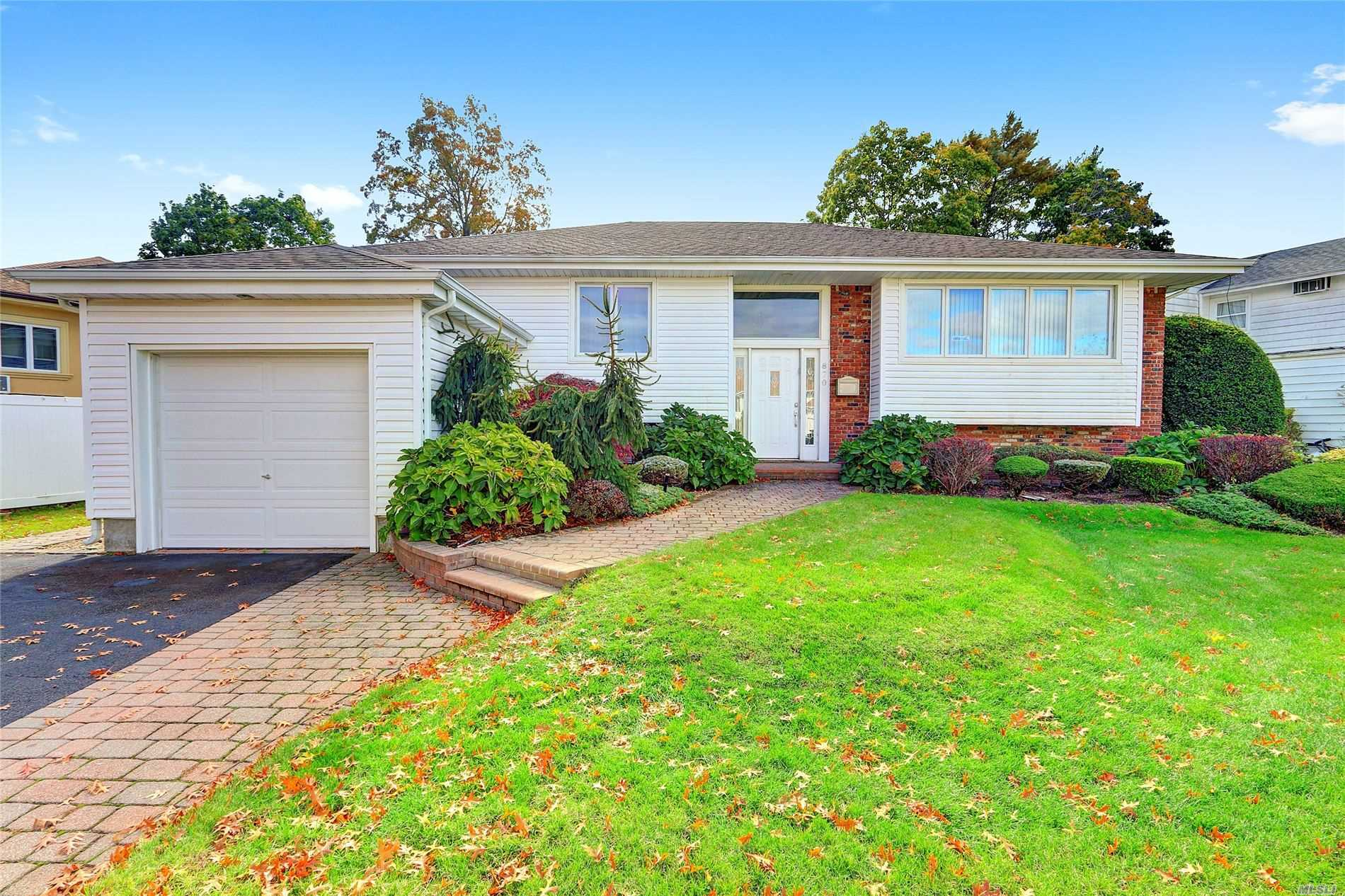 Residenziale in 870 Flanders Dr, N. Woodmere, NY ,11581