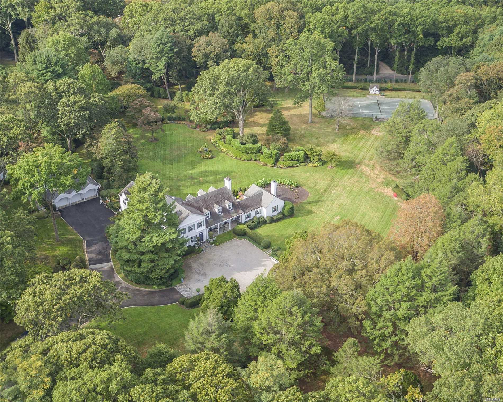Residenziale in 37 Piping Rock Rd, Locust Valley, NY ,11560