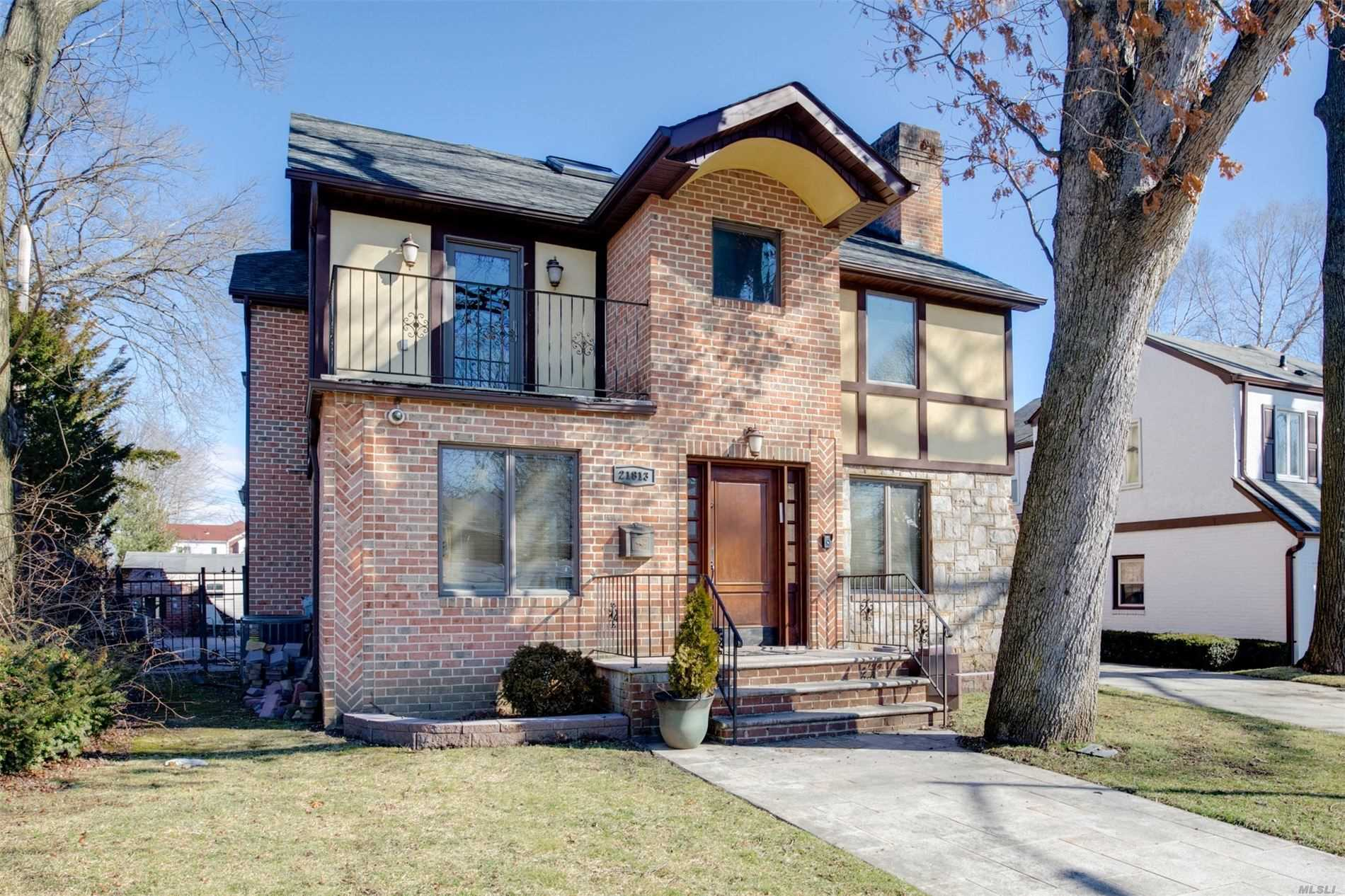 Residenziale in 218-13 82 Ave, Hollis Hills, NY ,11427