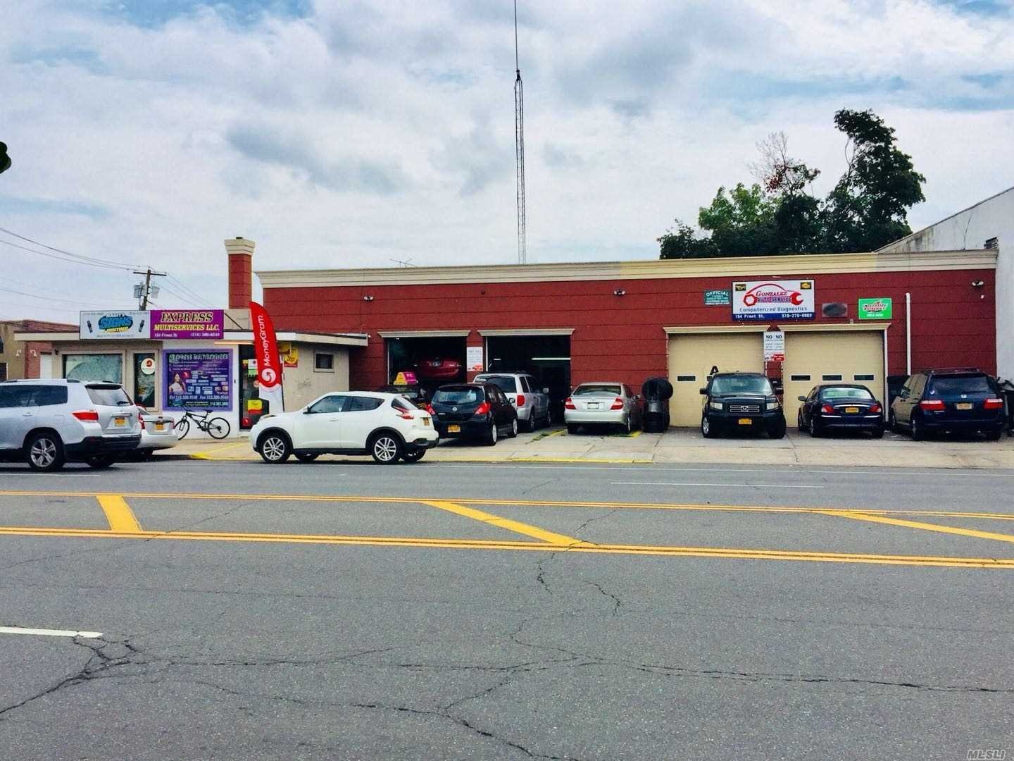 Acquisto commerciale in 154 Front St, Hempstead, NY ,11550