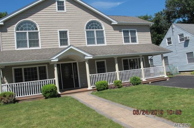 Residenziale in 272 Jamaica Blvd, Carle Place, NY ,11514
